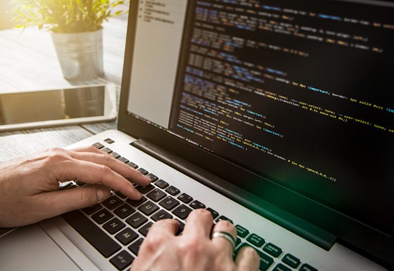 Foto von der Programmierung einer Software