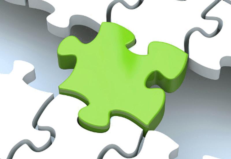 Grünes Puzzleteil zur Demonstration einer entscheidenden Verknüpfung